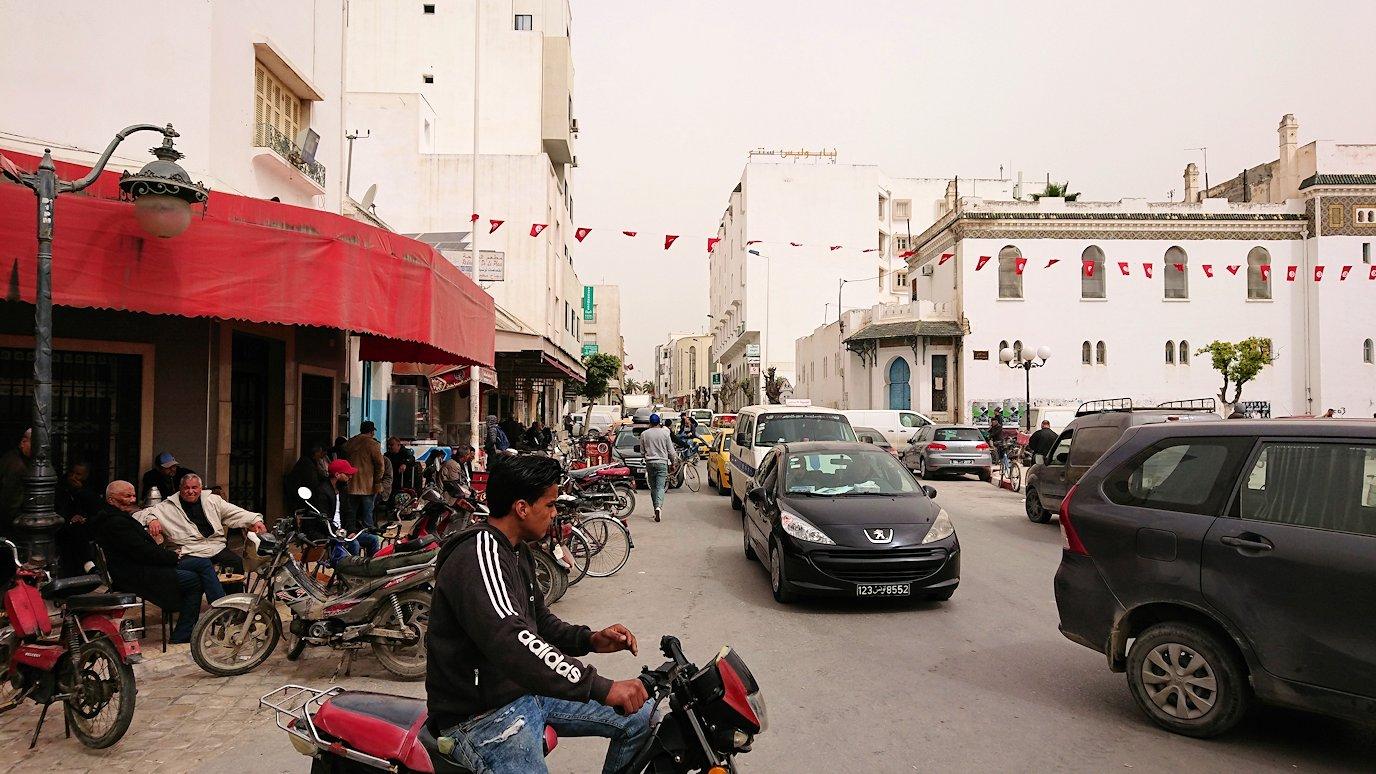 チュニジア:ナブールの街で旧市街地を奥まで進む11