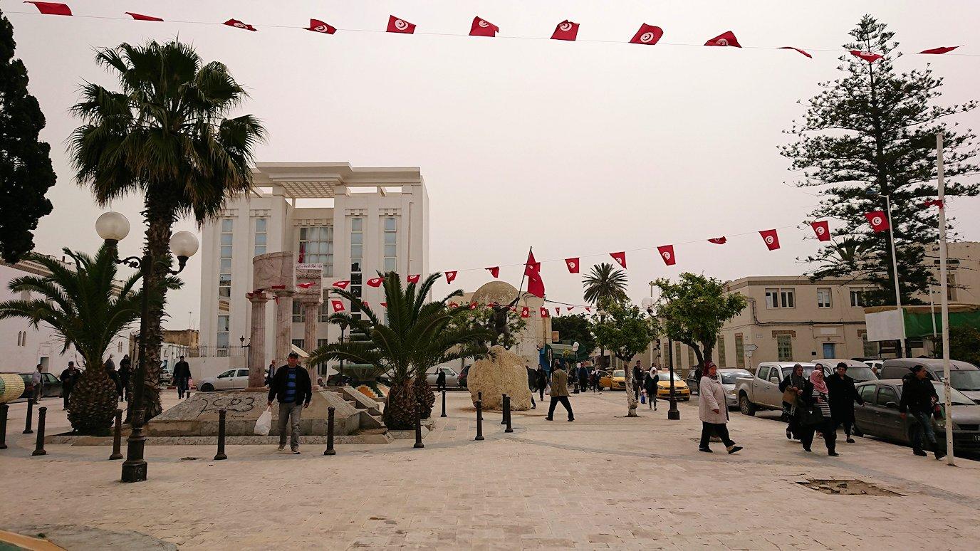 チュニジア:ナブールの街で旧市街地の奥の広場にて1