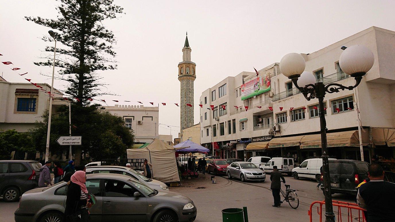 チュニジア:ナブールの街で旧市街地の奥の広場にて2