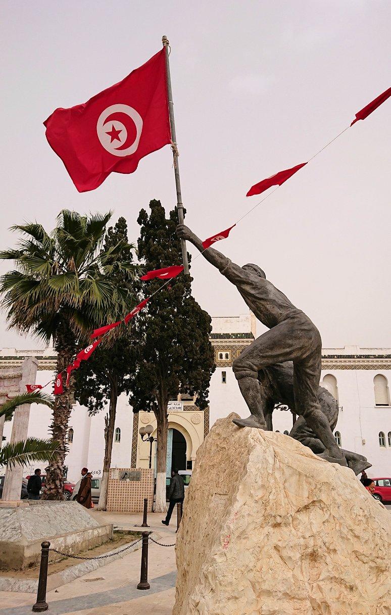 チュニジア:ナブールの街で旧市街地の奥の広場にて3