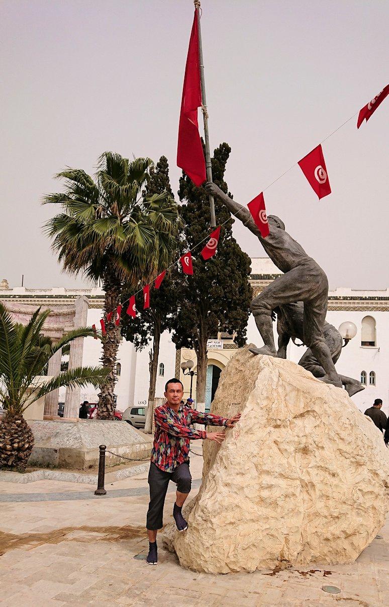チュニジア:ナブールの街で旧市街地の奥の広場にて7