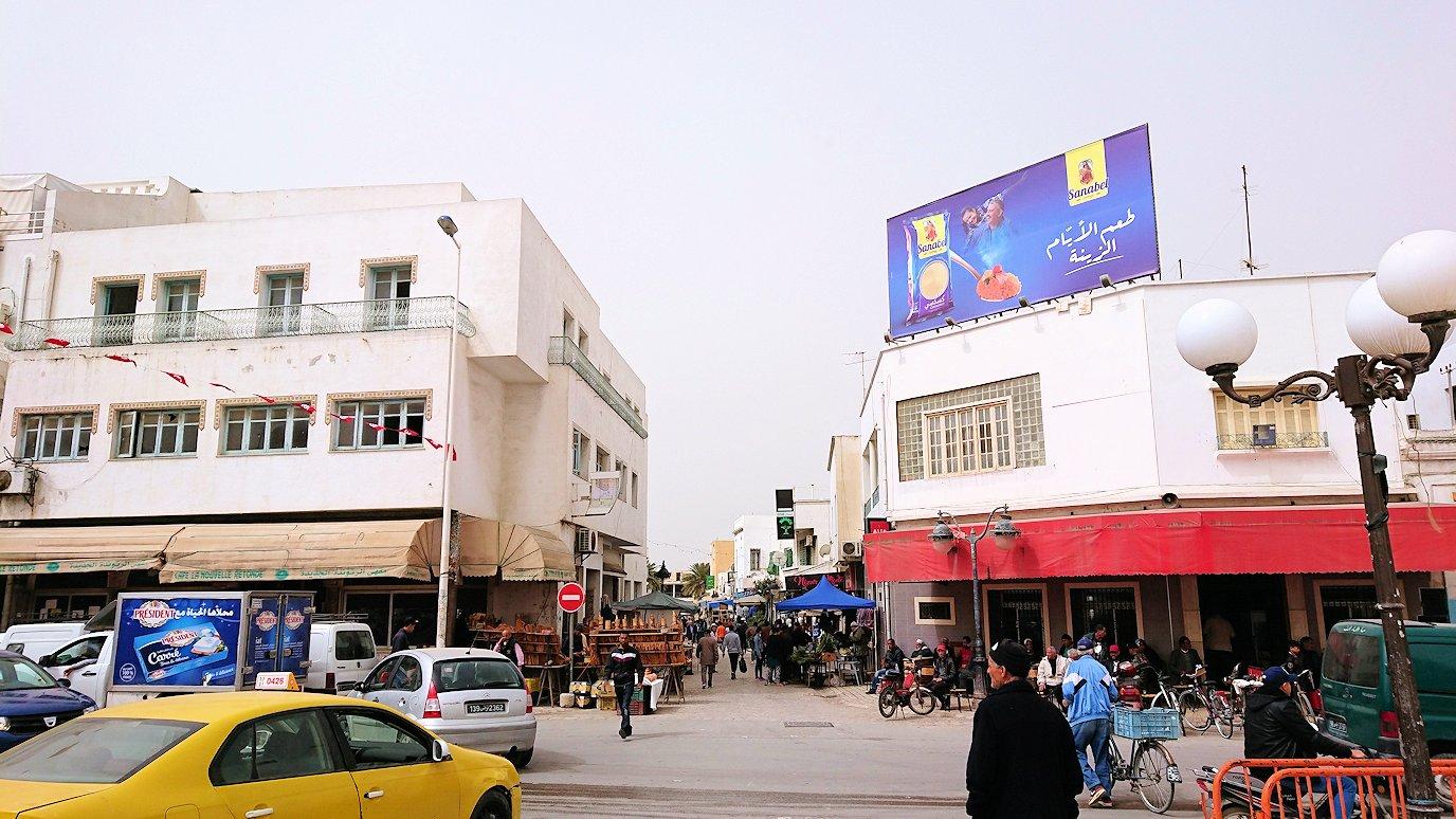 チュニジア:ナブールの街で旧市街地の奥の広場にて8