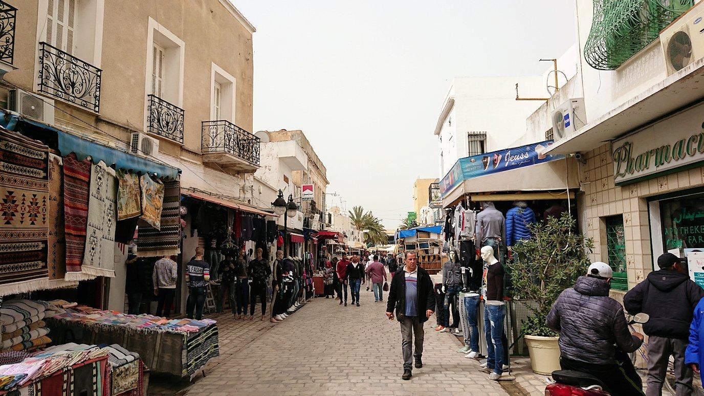 チュニジア:ナブールの街で旧市街地の奥の広場にて9