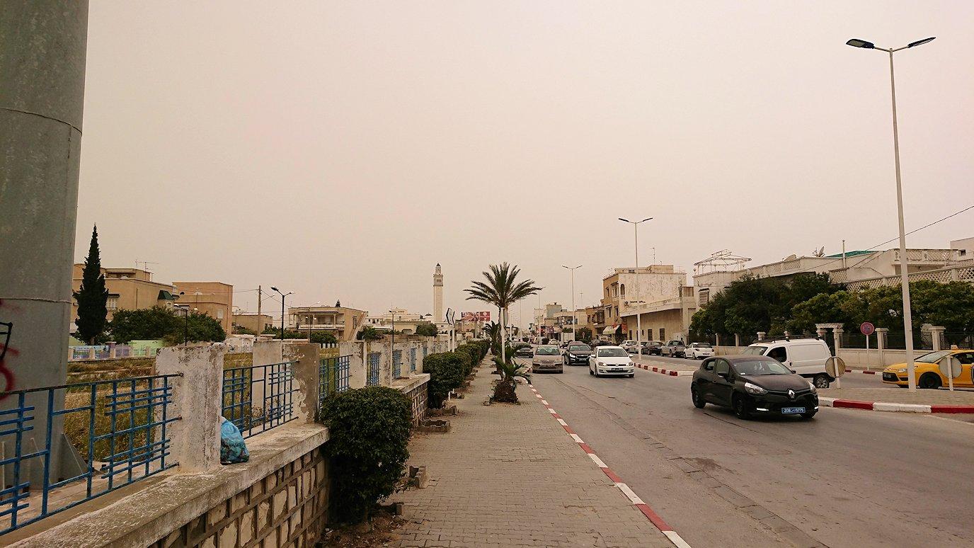チュニジア:ナブールの街の1月14日広場周辺にて3
