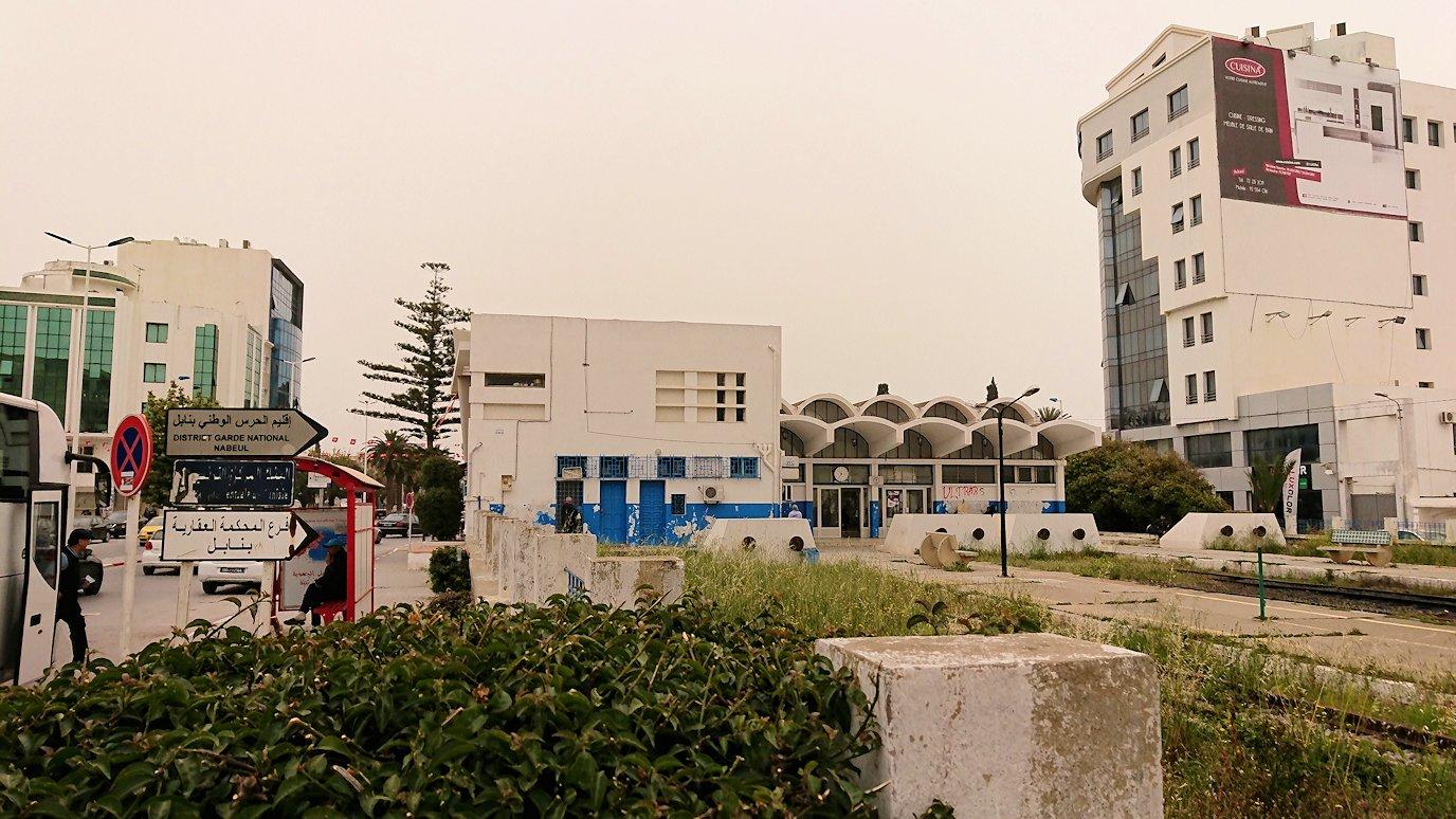 チュニジア:ナブールの街の1月14日広場周辺にて4