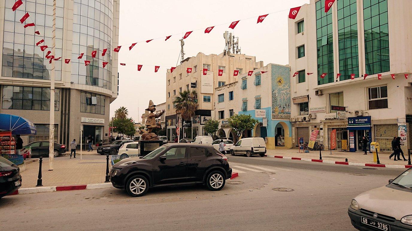 チュニジア:ナブールの街の1月14日広場周辺にて7
