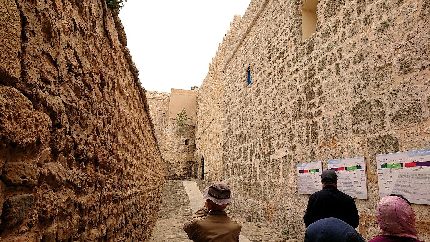 チュニジア:ケリビアの城塞跡に到着8