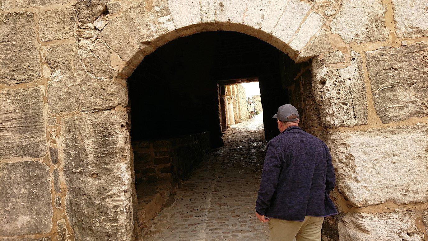 チュニジア:ケリビアの城塞跡に入っていきます5