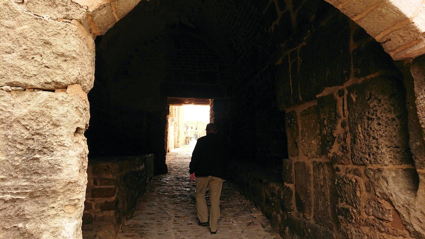 チュニジア:ケリビアの城塞跡に入っていきます6