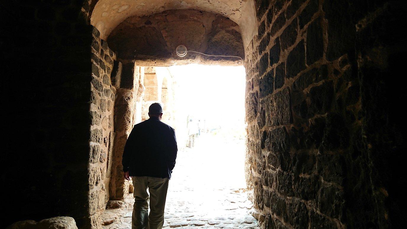 チュニジア:ケリビアの城塞跡に入っていきます7