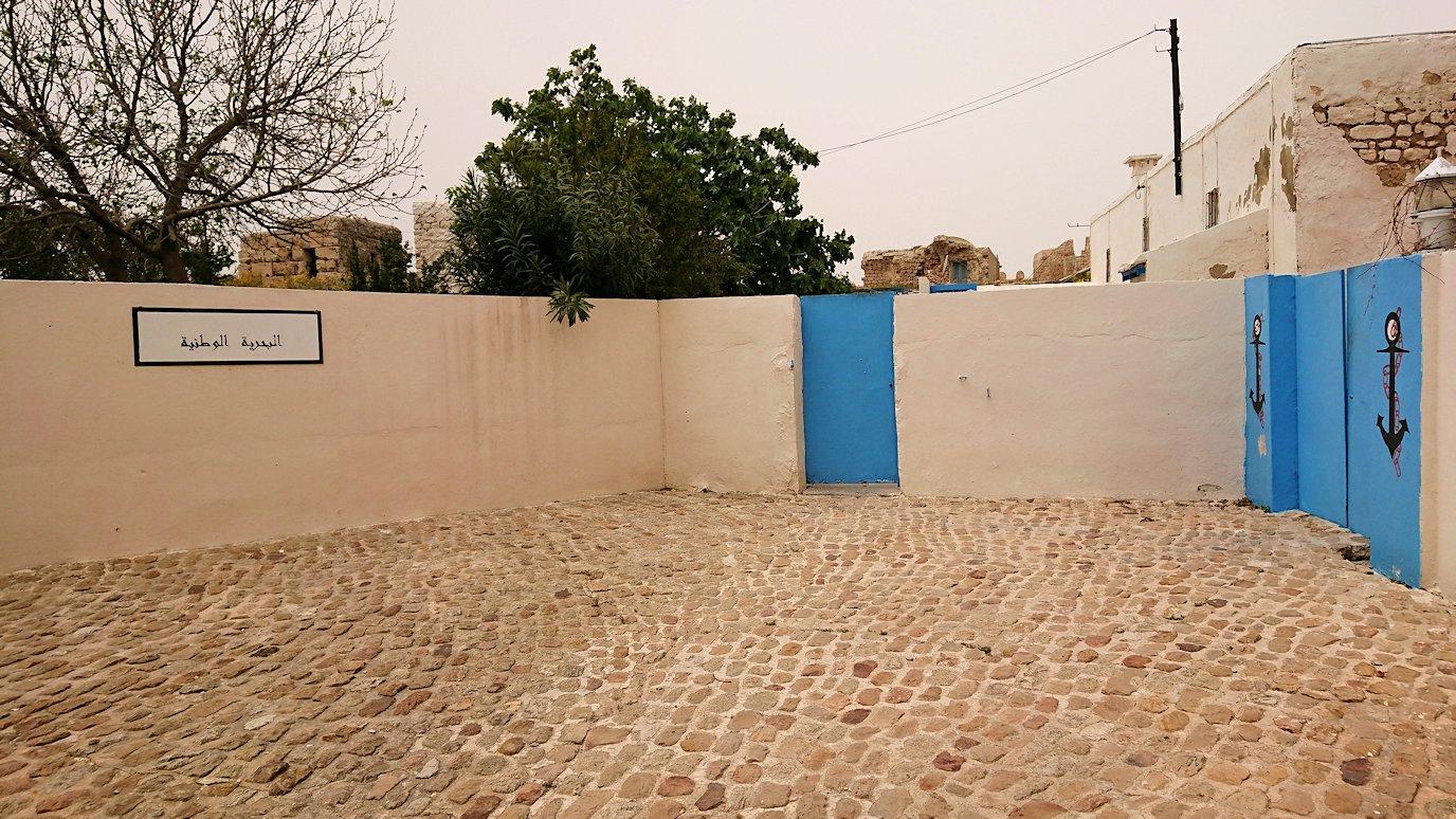 チュニジア:ケリビアの城塞跡に入っていきます8