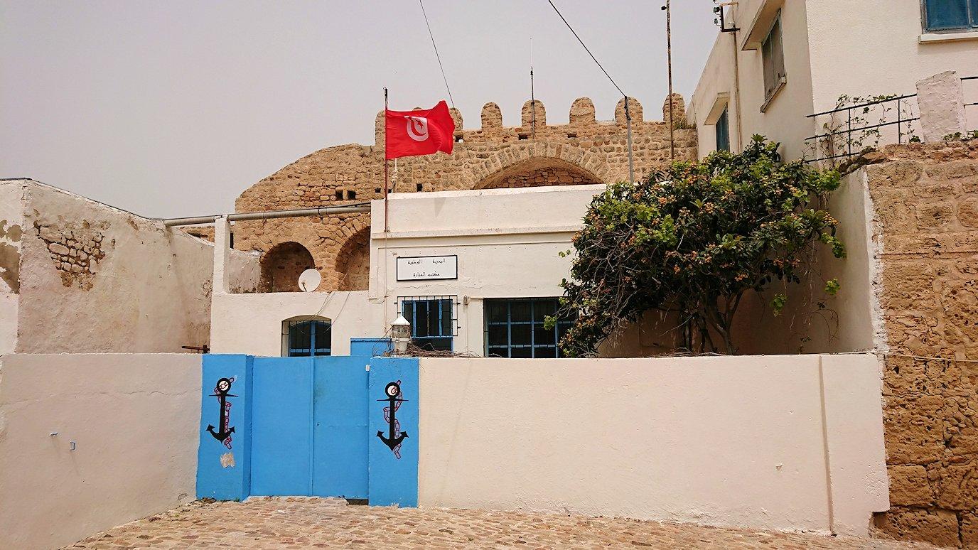 チュニジア:ケリビアの城塞跡内の観光終了?!4