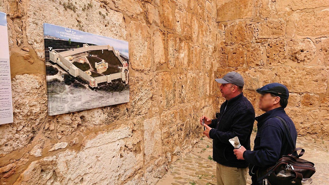 チュニジア:ケリビアの城塞跡内の観光終了?!7