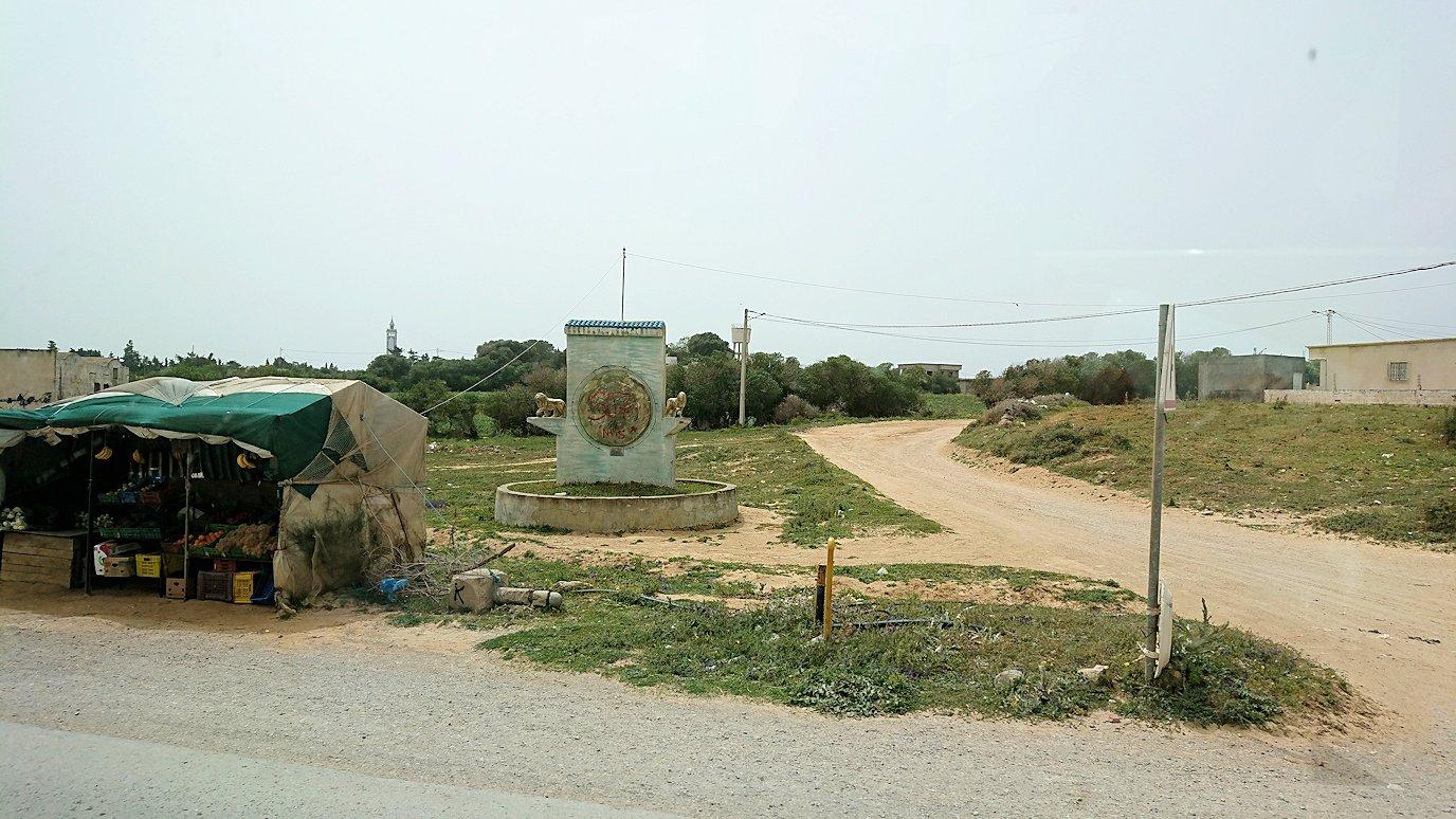 チュニジア:ボン岬のレストランに向かう1