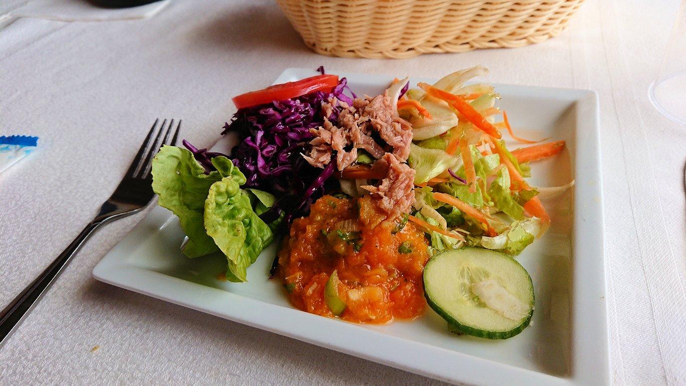 チュニジア:ボン岬のレストランに入る5