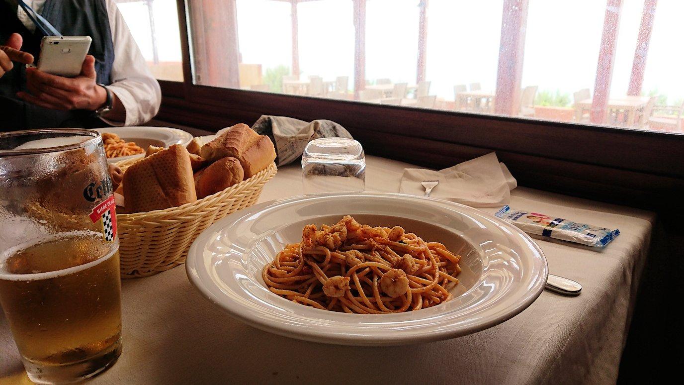 チュニジア:ボン岬のレストランで美味しく昼食を食べる1