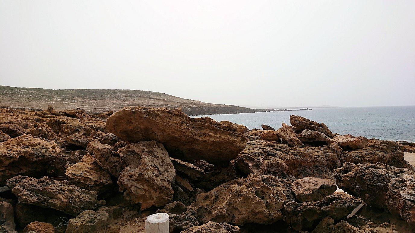 チュニジア:ボン岬から海を見下ろす