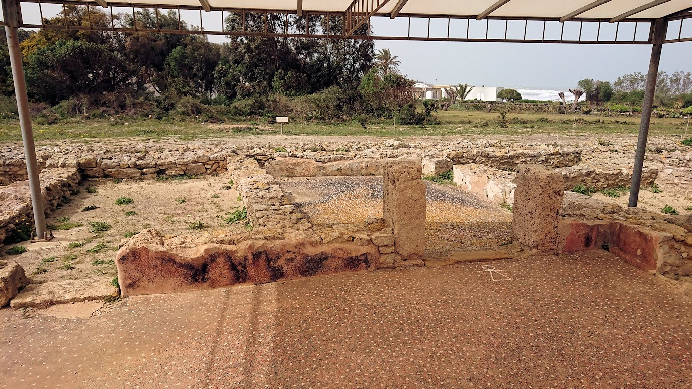 チュニジア:ボン岬のケルクアン遺跡内のタニト神を拝む6