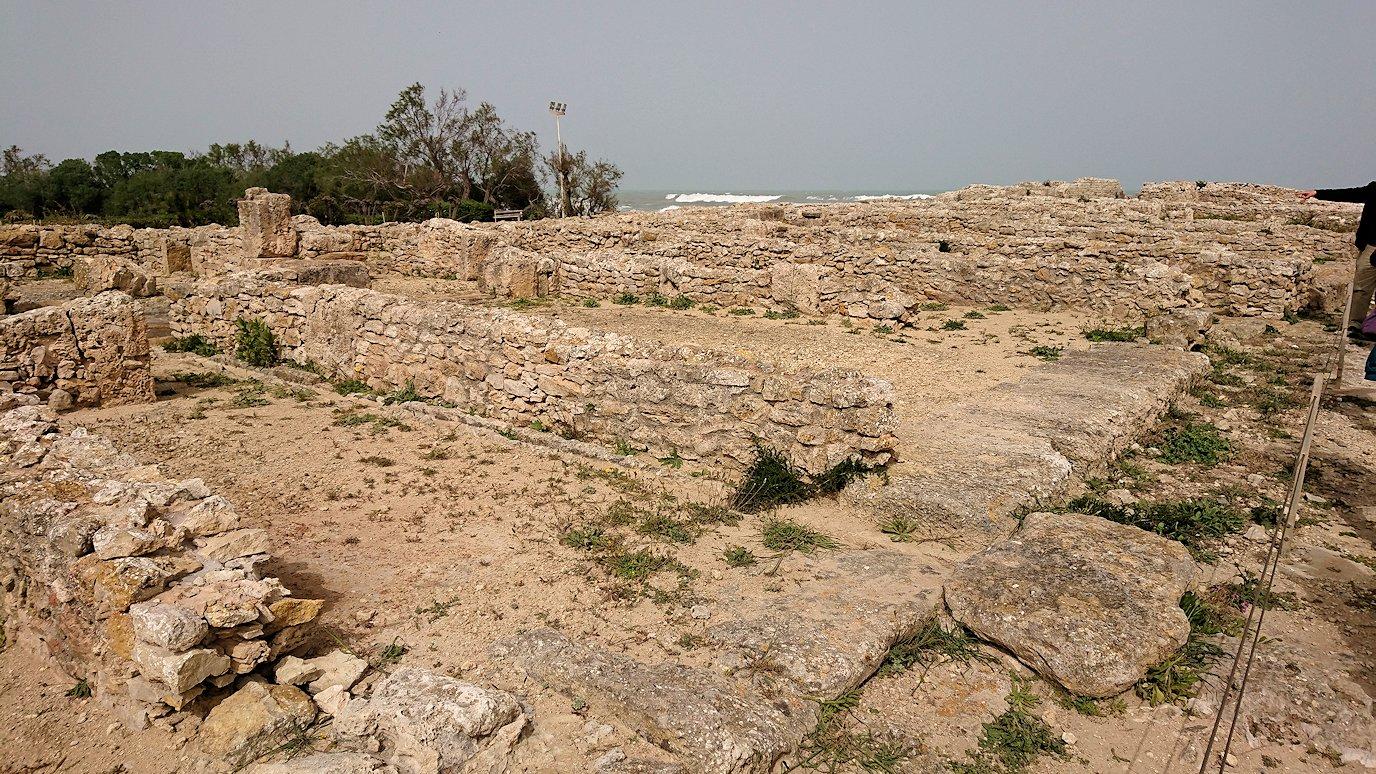 チュニジア:のケルクアン遺跡内の住居部分を見学1