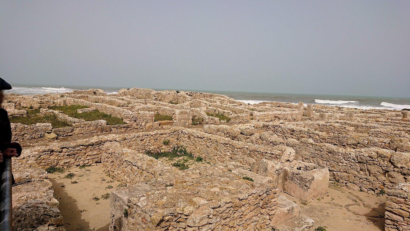 チュニジア:のケルクアン遺跡内の風呂跡を見てみる