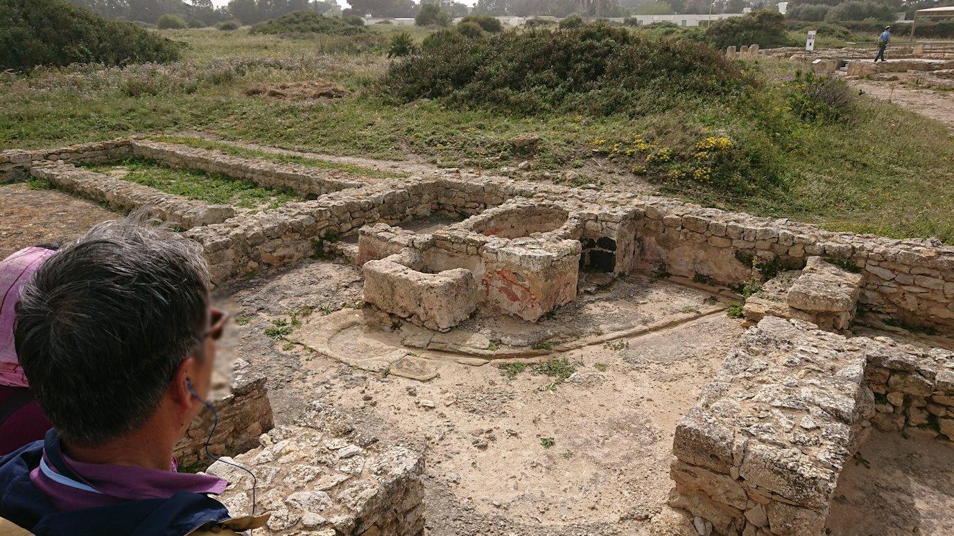 チュニジア:のケルクアン遺跡内の風呂跡を見てみる2