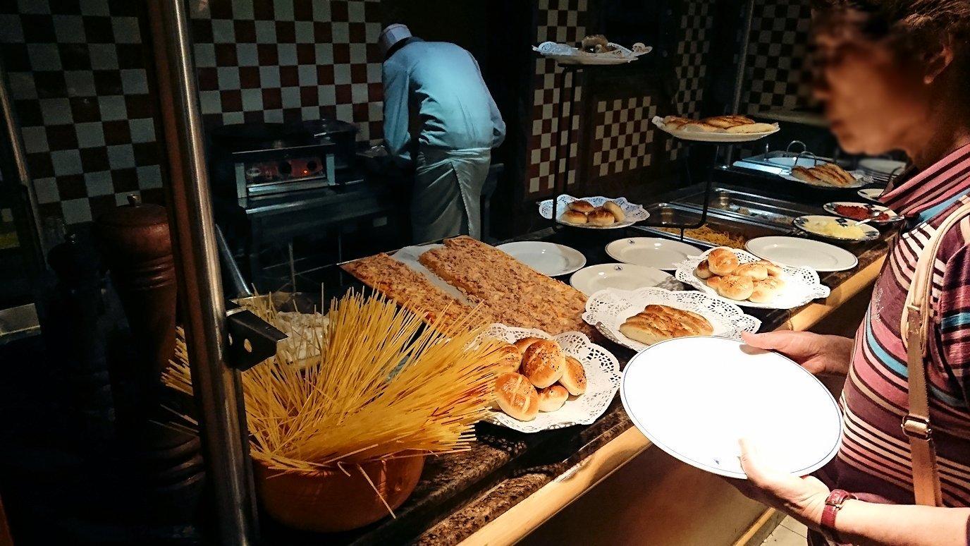 チュニジアのチュニスにあるエルムラディ・アフリカ・ホテルの夕食バイキングの様子3