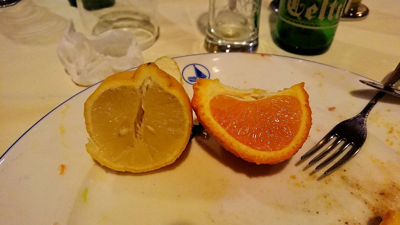 チュニジアのチュニスにあるエルムラディ・アフリカ・ホテルの夕食を食べて、その後夜の街へ出かける2