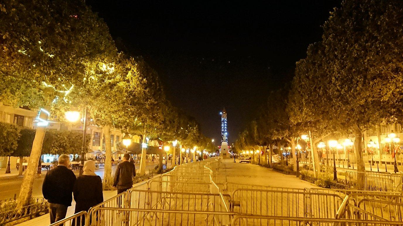 チュニジアのチュニスにあるエルムラディ・アフリカ・ホテルの夕食を食べて、その後夜の街へ出かける8