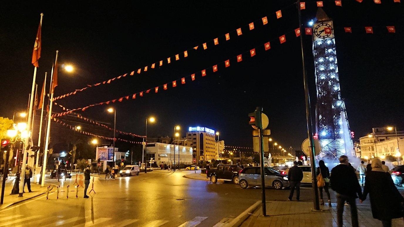 チュニジアのチュニスにあるエルムラディ・アフリカ・ホテルの夕食を食べて、その後夜の街へ出かける10