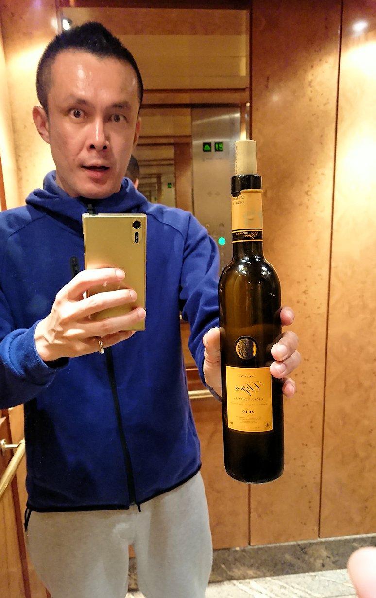 チュニジアのチュニスで買ったワインを飲みます3