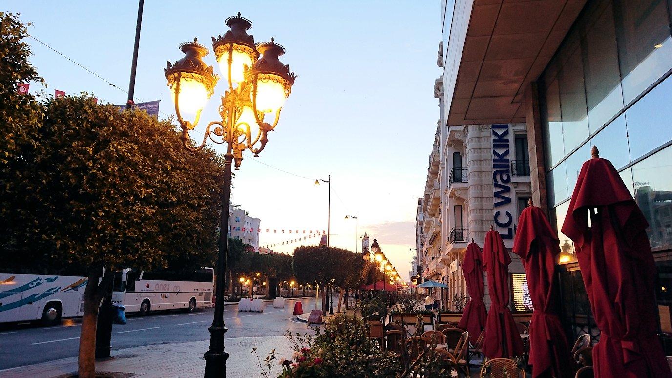 チュニジアのチュニスの朝の街1