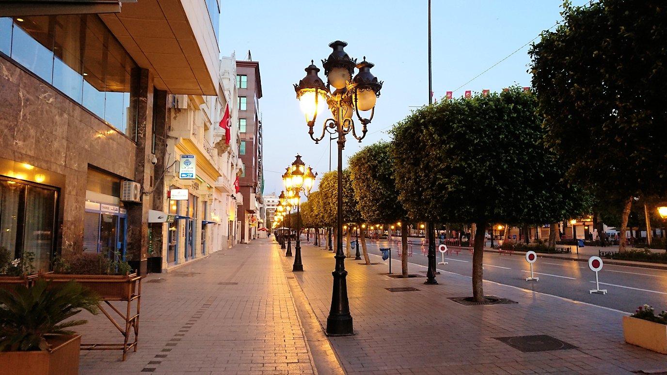 チュニジアのチュニスの朝の街2
