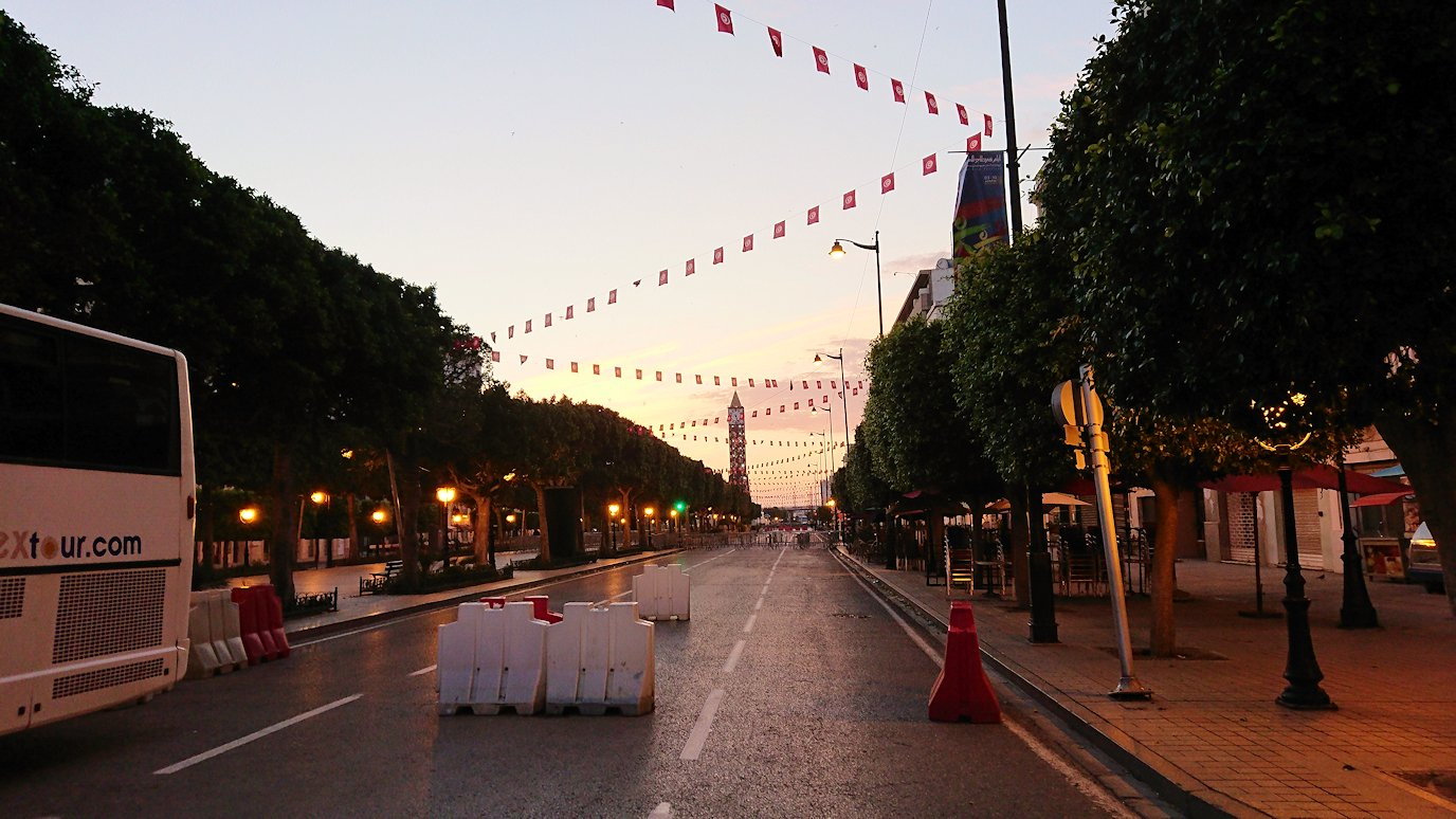 チュニジアのチュニスの朝の街3