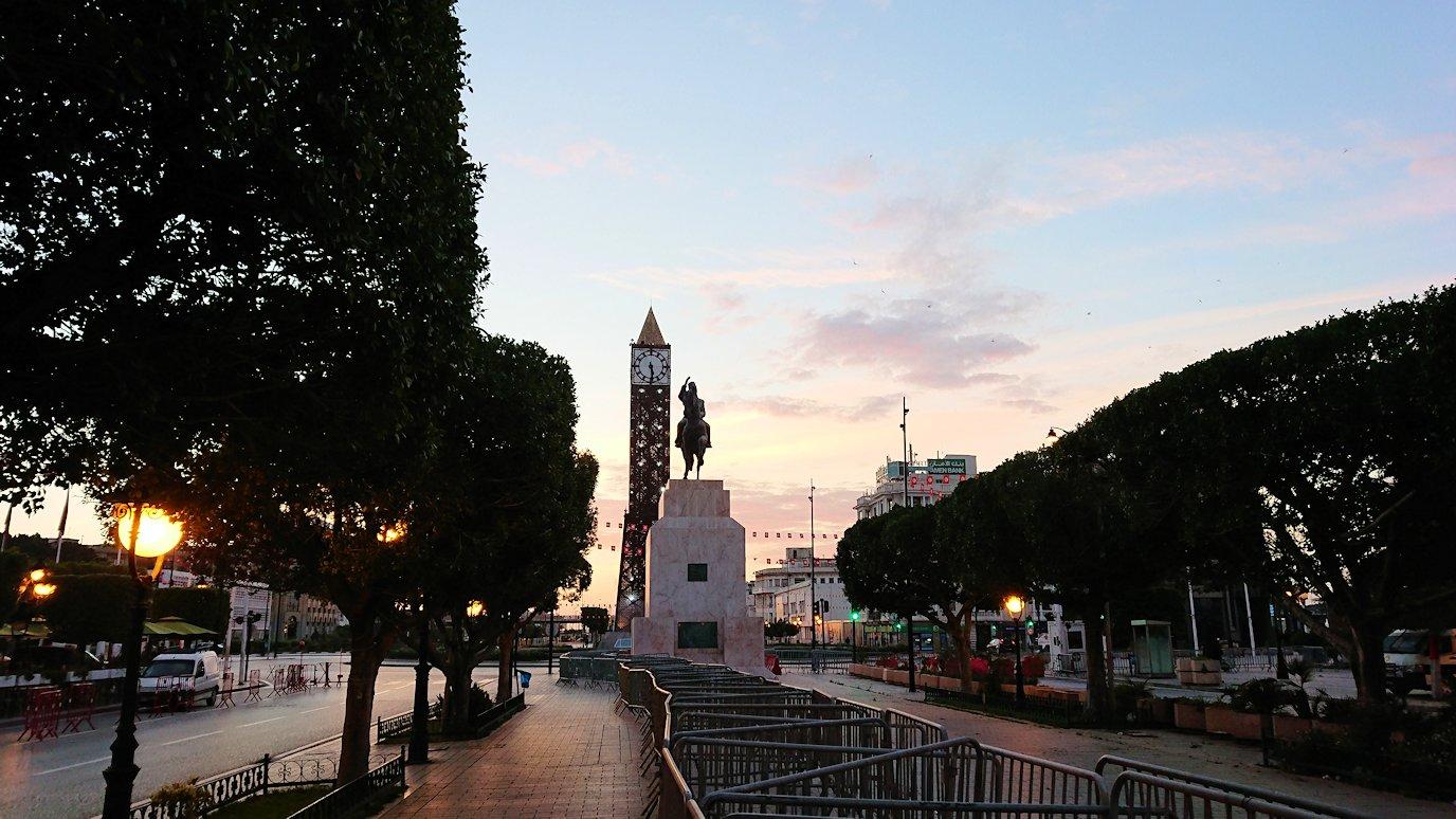チュニジアのチュニスの朝の街6