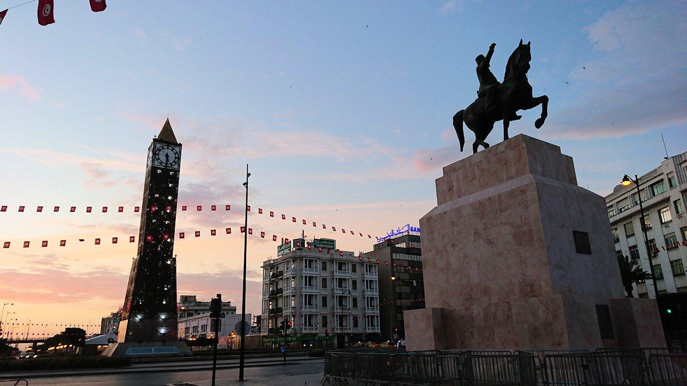 チュニジアのチュニスの朝の街7