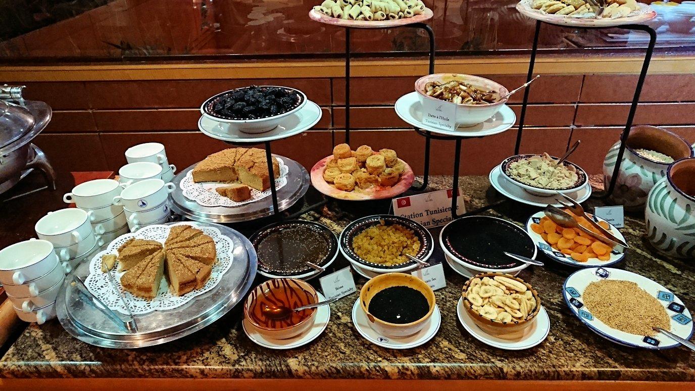 チュニジアのチュニスの朝の街を散策そホテルに戻り朝食を食べる4