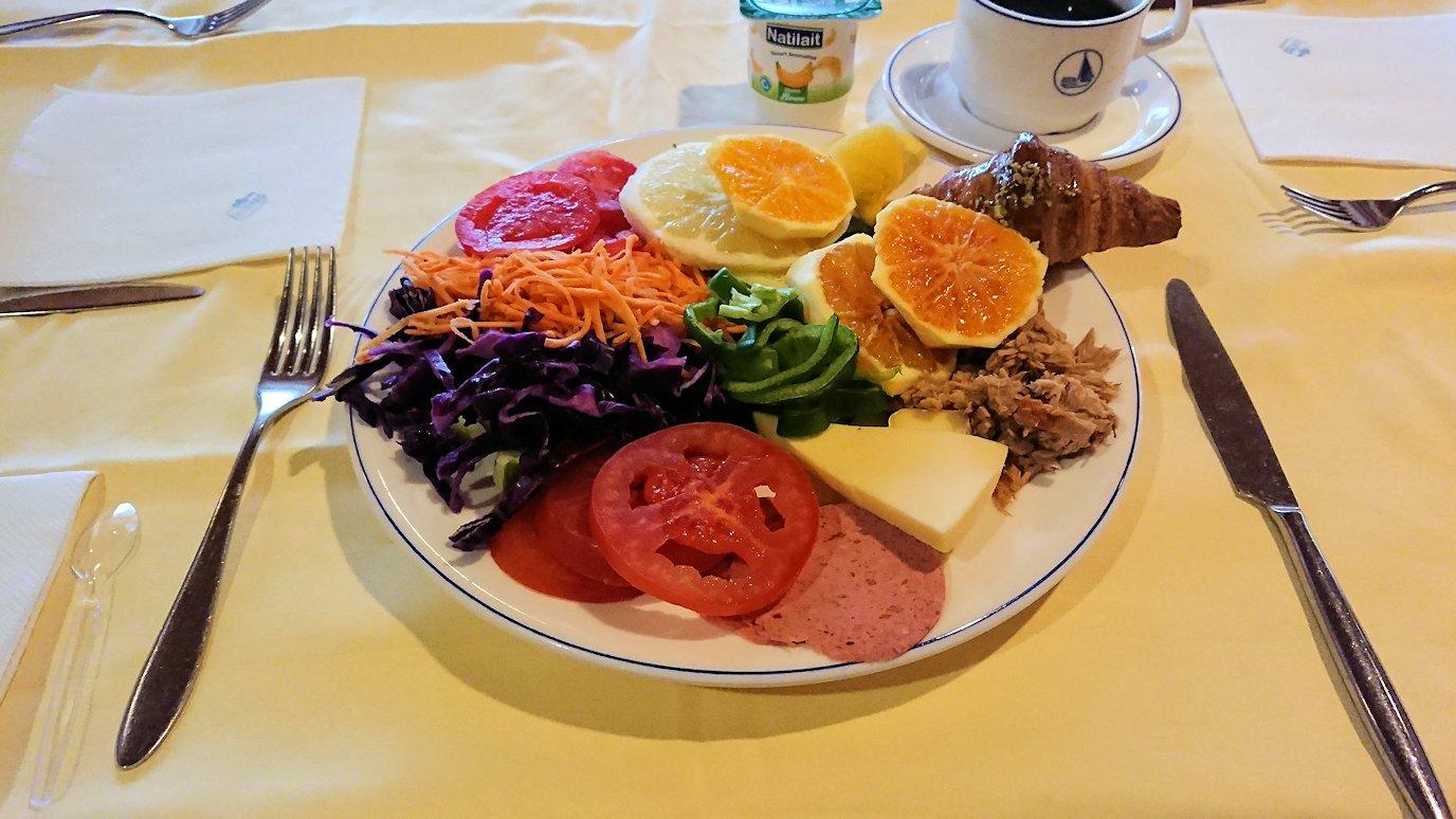 チュニジアのチュニスの朝の街を散策そホテルに戻り朝食を食べる5