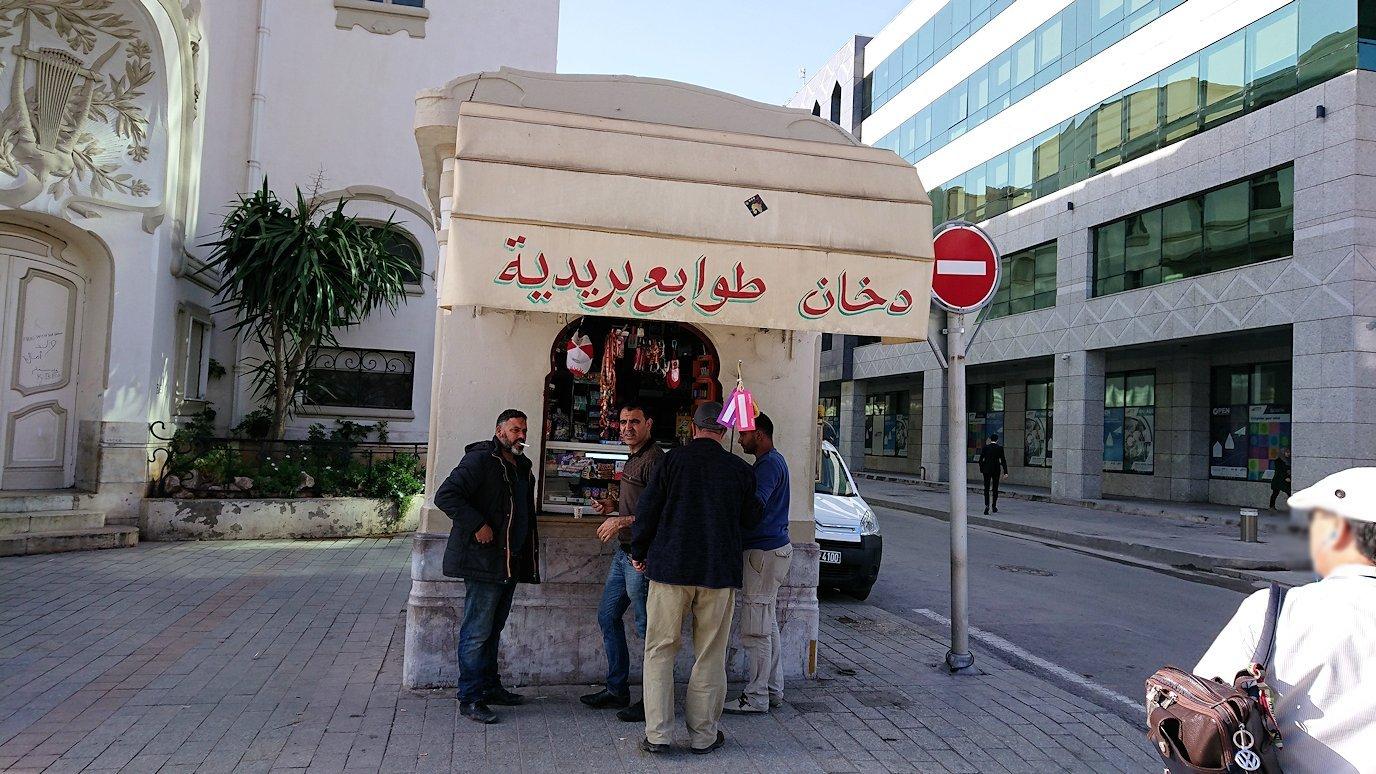 チュニジアのチュニスの朝の街の観光を6