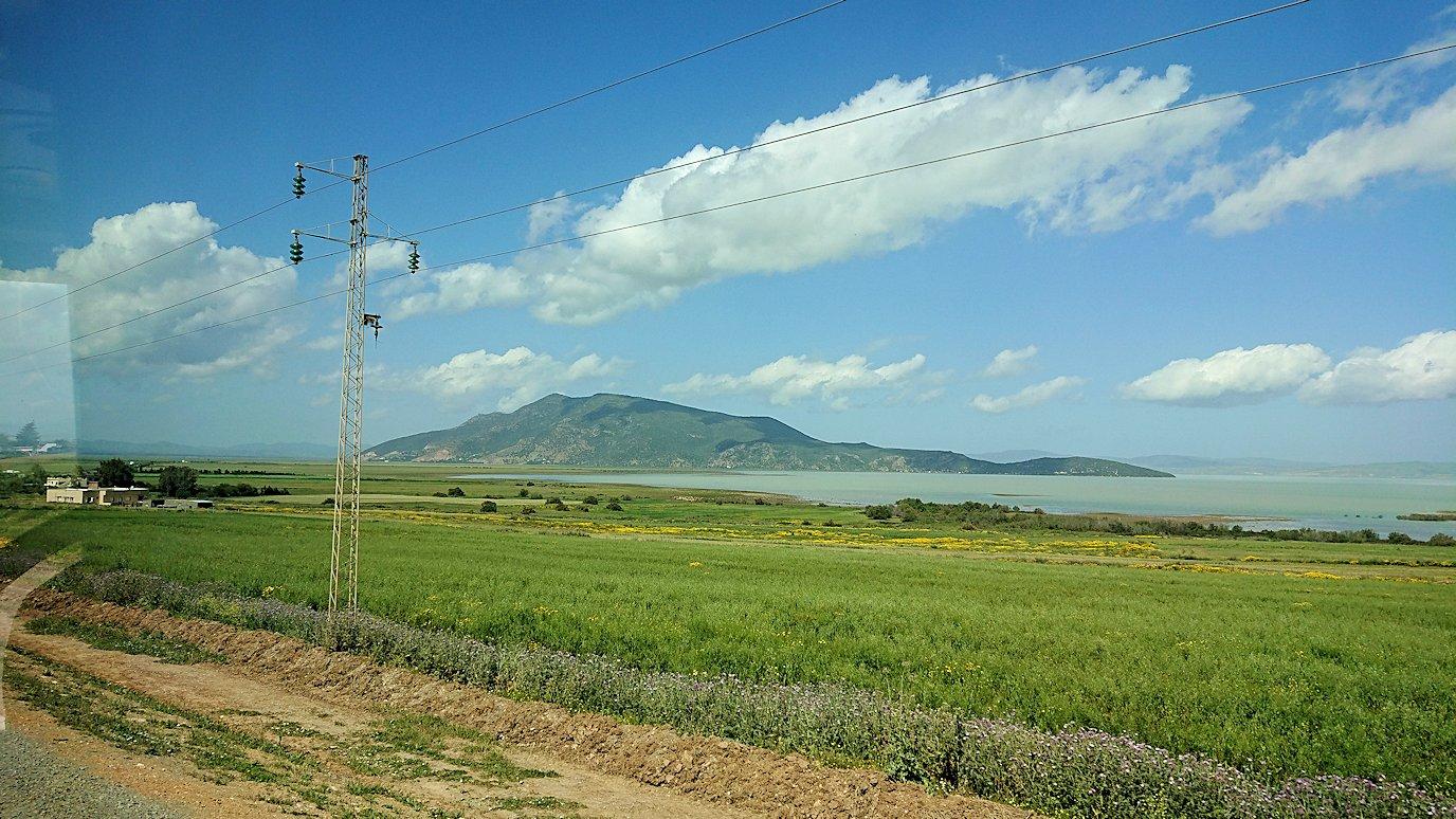 チュニジア:チュニスからイシュケウル国立公園の近くに来る2