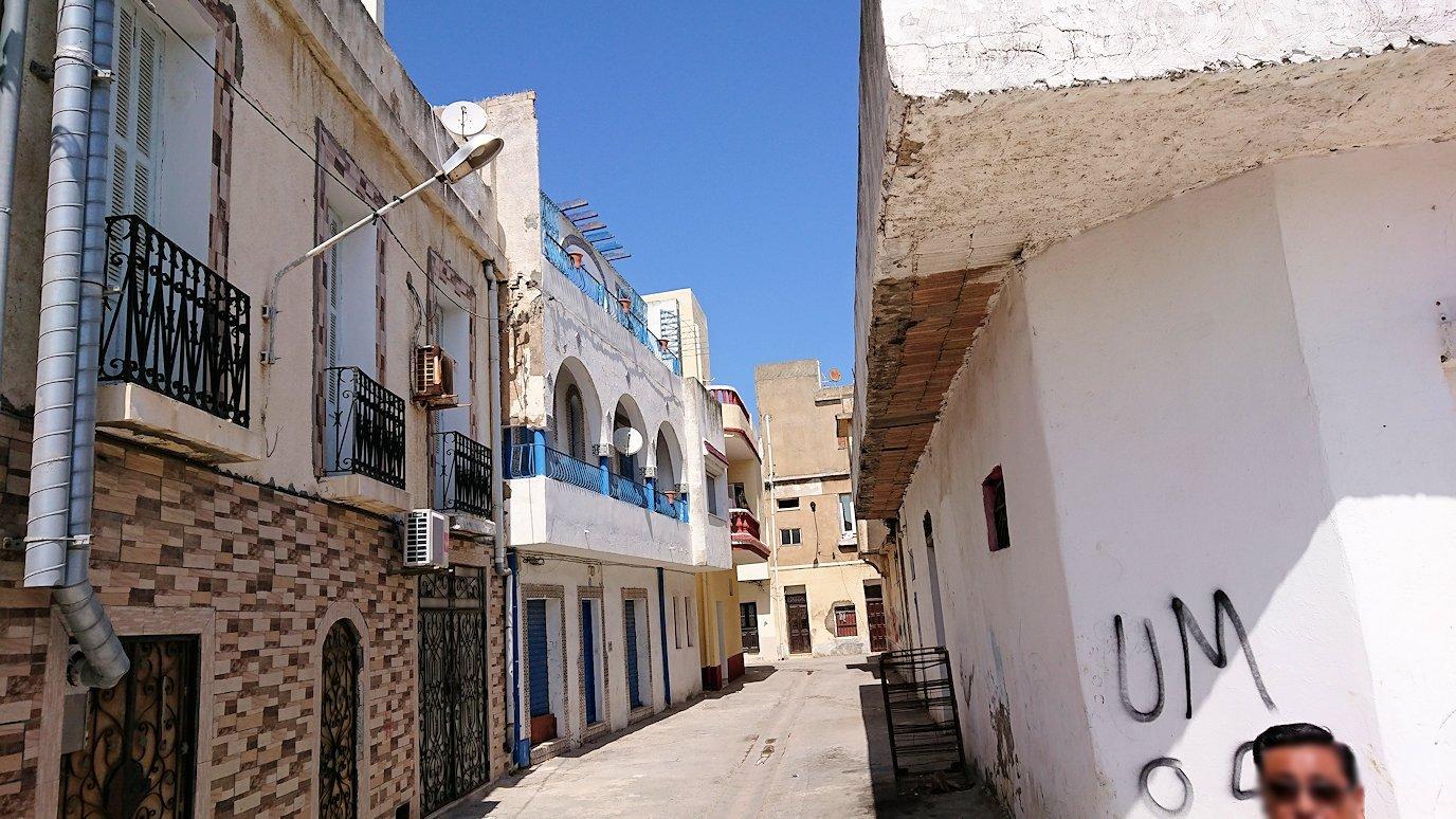 チュニジア:ビゼルトの街を歩いていく