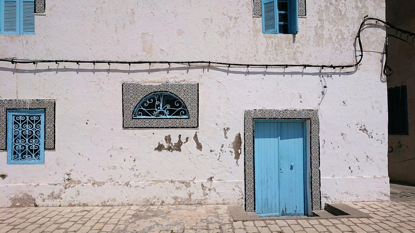 チュニジア:ビゼルトの街を歩いていく9