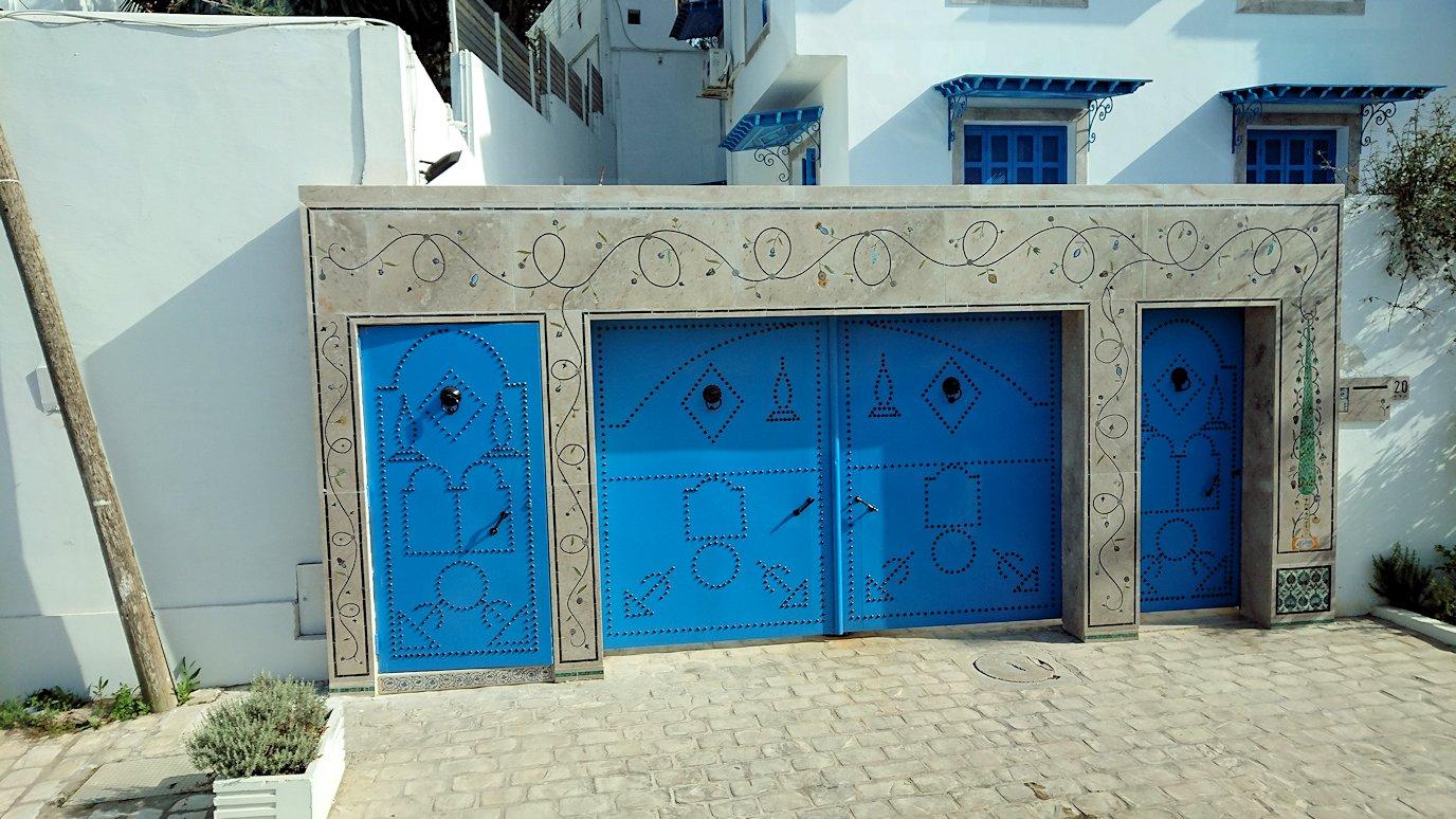 チュニジア:シディ・ブ・サイドの近くに着く