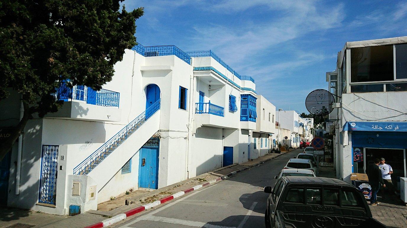 チュニジア:シディ・ブ・サイドの近くに着く3