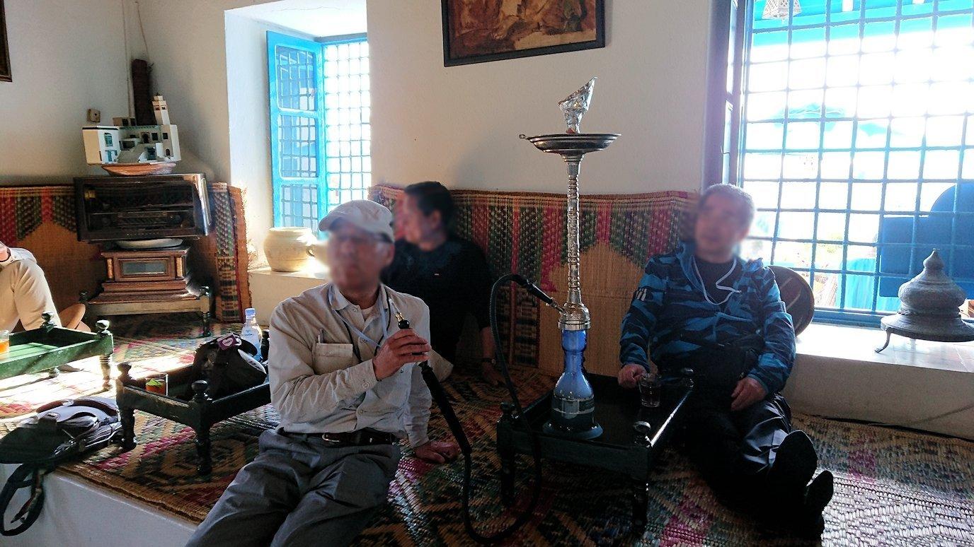 チュニジア:シディ・ブ・サイドのカフェ・デ・ナットで水タバコを楽しむ4