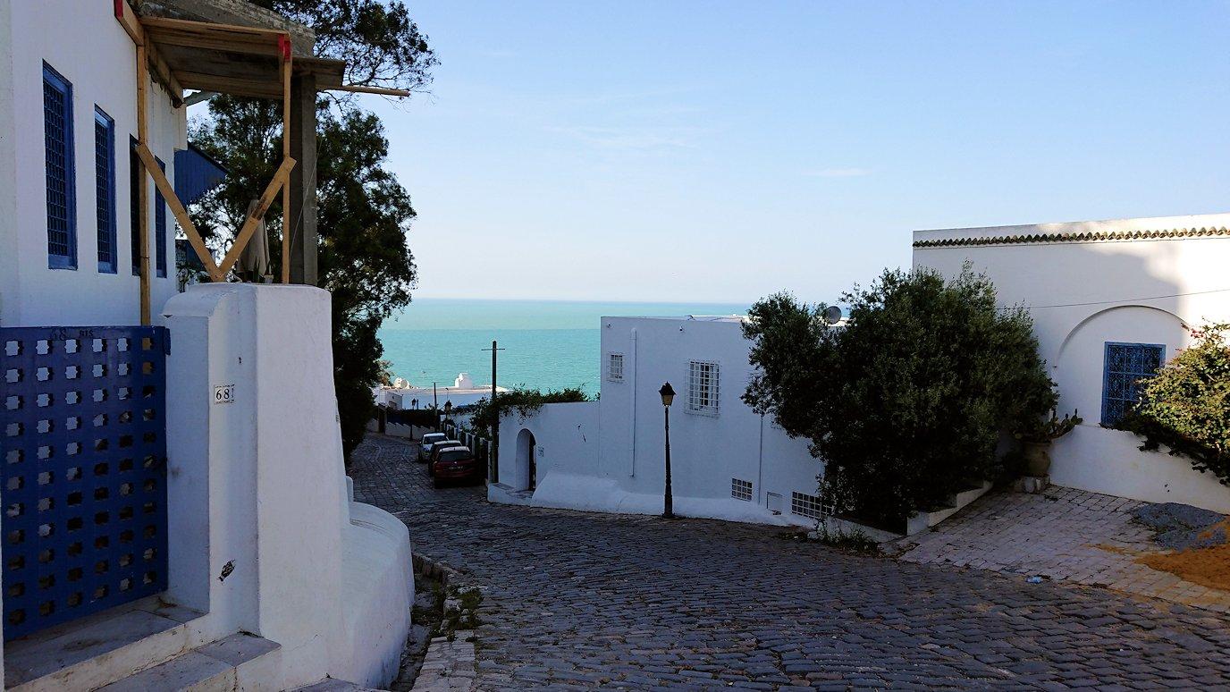 チュニジア:シディ・ブ・サイドの街の次なる絶景ポイントにて9