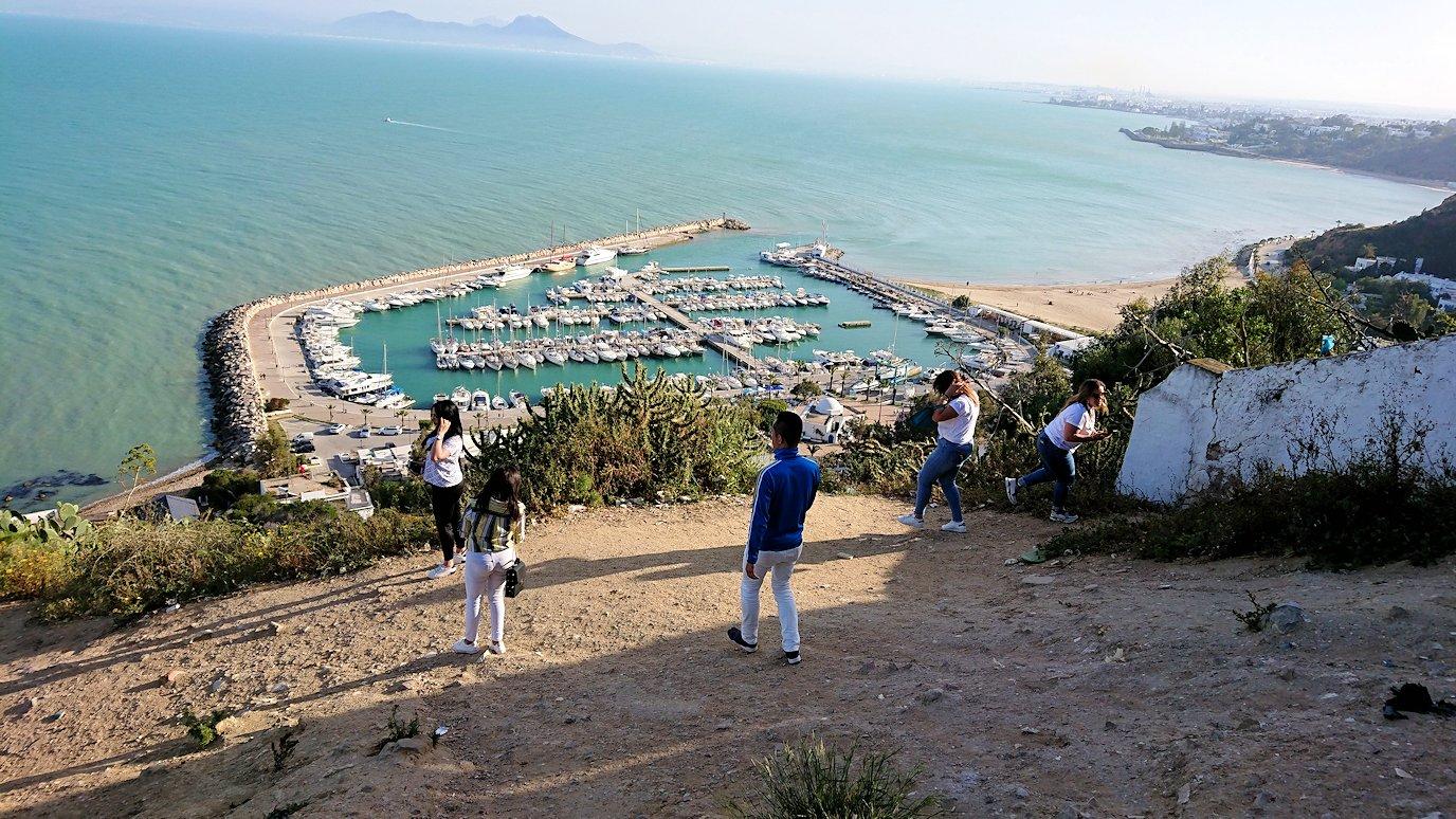 チュニジア:シディ・ブ・サイドの街の次なる絶景ポイントにて5