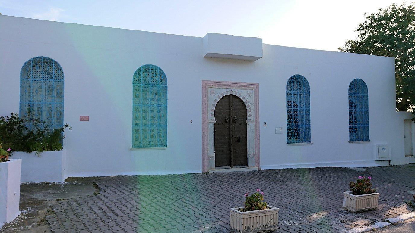 チュニジア:シディ・ブ・サイドで最後まで写真を撮り続ける2