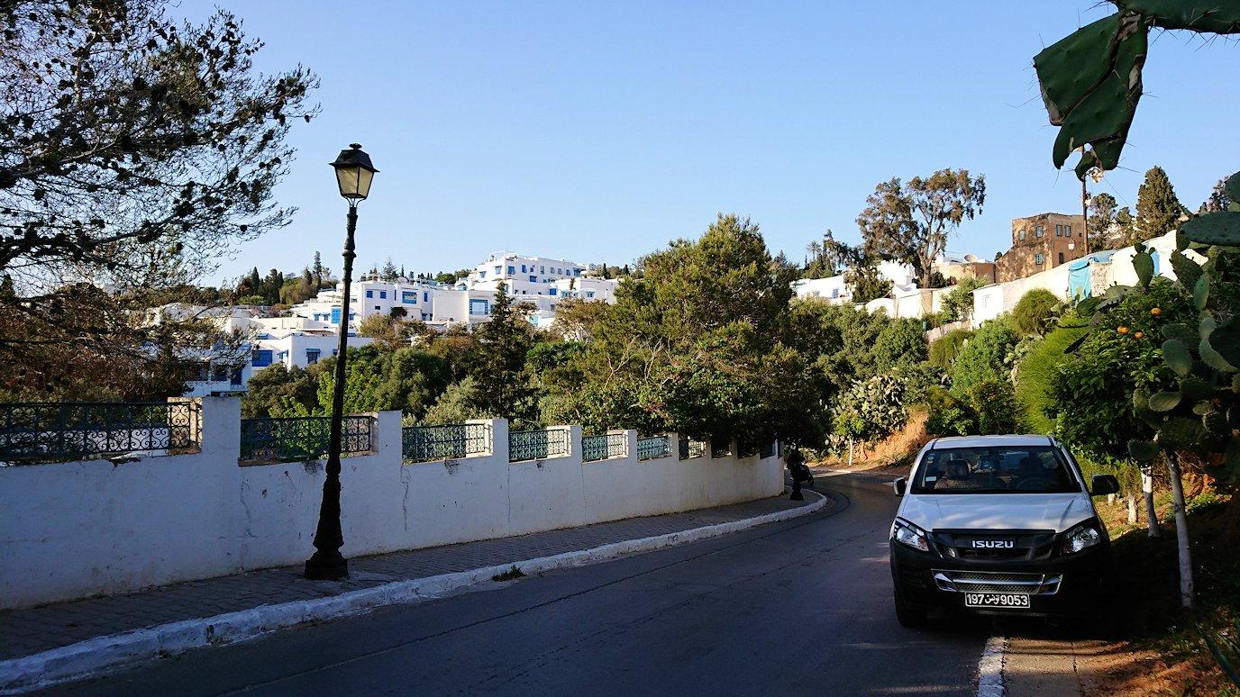 チュニジア:シディ・ブ・サイドで最後まで写真を撮り続ける3
