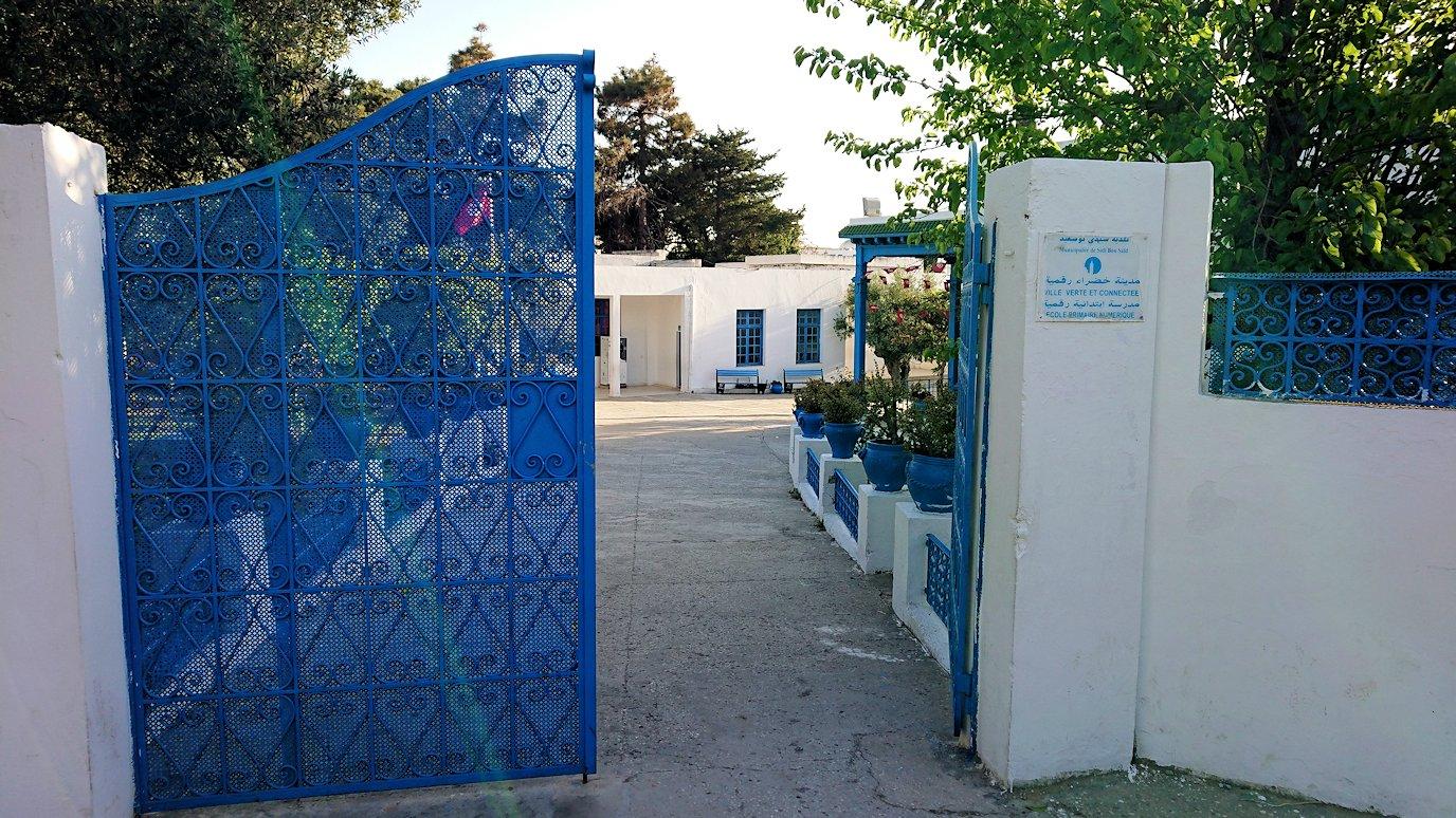 チュニジア:シディ・ブ・サイドで最後まで写真を撮り続ける5