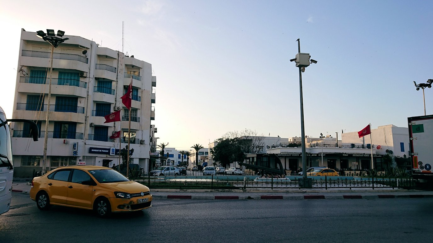 チュニジア:シディ・ブ・サイドから夕食レストランに向かう3